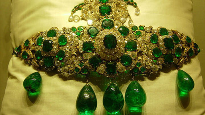 Ancient Emerald Turban Ornament
