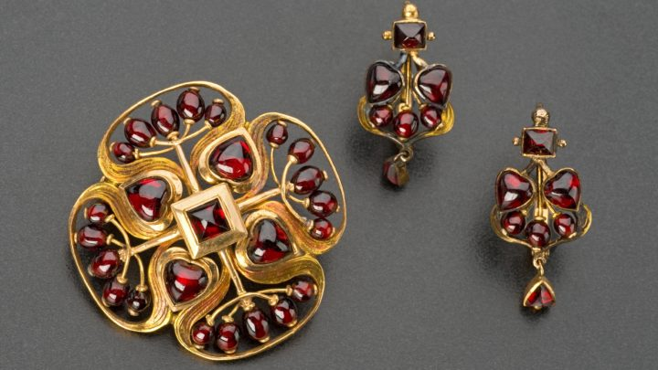Art Nouveau gold and garnet brooch and a pair of earrings, by Josef Němec Museum of Decorative Arts in Pragueh Republic.