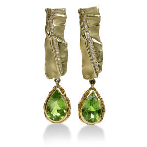 diana-widman-80-earrings-18k-green-gold-peridot-diamond