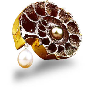 jewels-by-design-17-brooch-18k-green-gold-ammonite-south-sea-pearl-south-sea-pearl-diamond