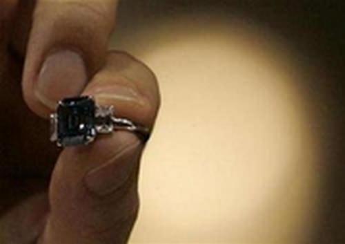 Rare blue diamond breaks world record in HK sale 1