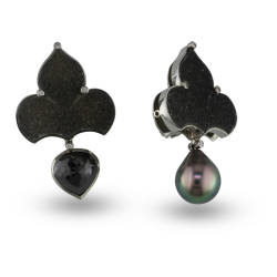 jewels-by-design-35-earrings-white-gold-pearls-diamond-onyx.jpg