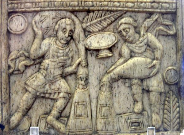 Feuillet de diptyque d'Anastasius Paulus Probus Magnus. Copie carolingienne du diptyque de Magnus. IX-Xe s. Os de baleine.