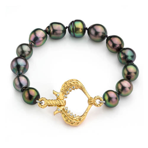 Pearl Bracelet with Seahorse Heart Clasp