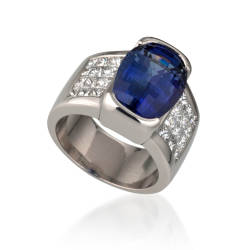 lweinberg-22-rings-platinum-tanzanite-diamond.jpg