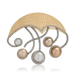 lweinberg-6-brooches-18kt-white-gold-yellow-gold-diamond-pearls.jpg