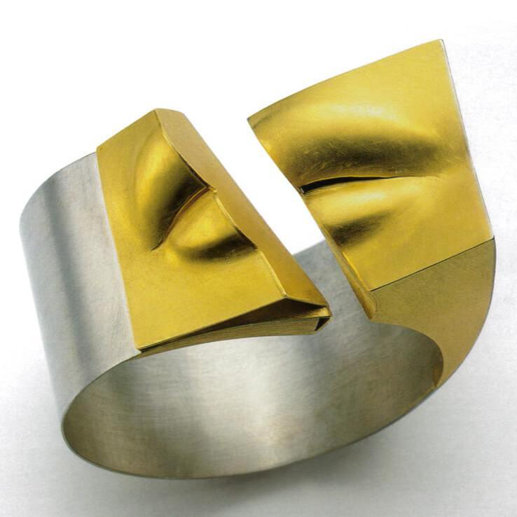 Kaos bracelet 1991